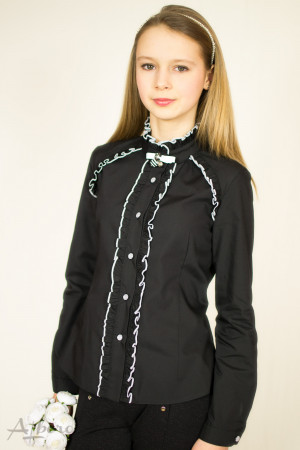 Блуза черная с контрастными оборками Артикул:5042